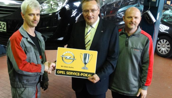 Opel-Service-Pokal-Übergabe