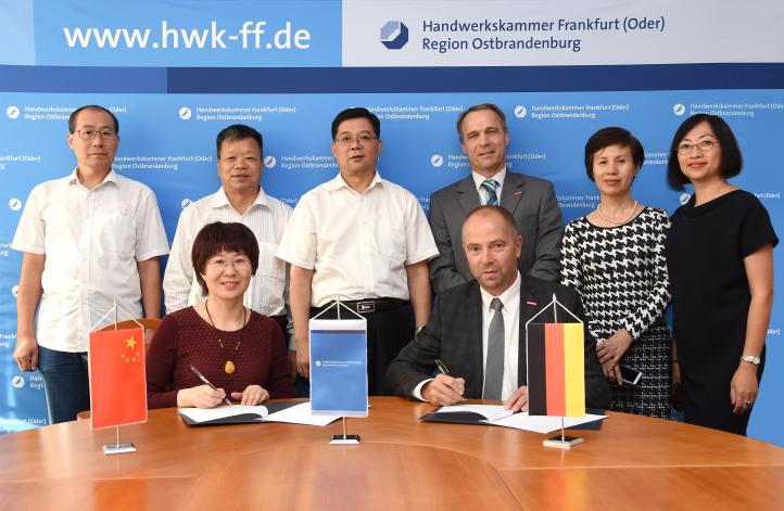 unterzeichnung_chinesische_delegation_praesident