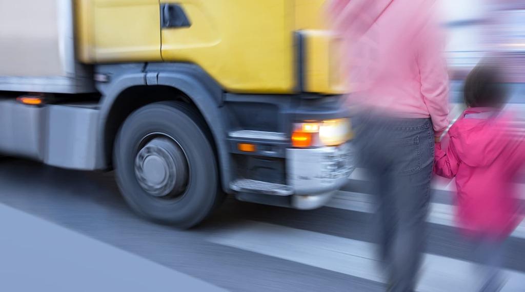 Bis zum 15. Oktober kann Unterstützung für den Einbau von Abbiegeassistenzsystemen für Fahrzeuge ab 3.5 Tonnen beantragt werden.